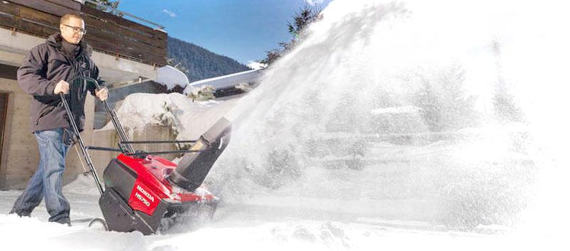 Det är nu det gäller! Undvik ryggskott och gör jobbet roligare och lättare med en snöslunga. Vi har slungor redo för leverans!