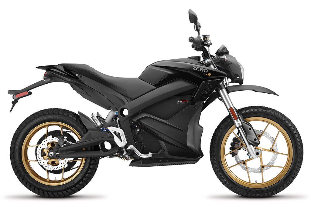 Zero DSR är Zero Motorcycles top of the line med 157 Nm i vrid, ett batteri på 14,4 kWh och en räckvidd på upp till 26 mil. 6 kW inbyggd snabbladdning finns nu som tillval.0-100 går på 3 sekunder och du har all kraft tillgänglig överallt oavsett hastighet.