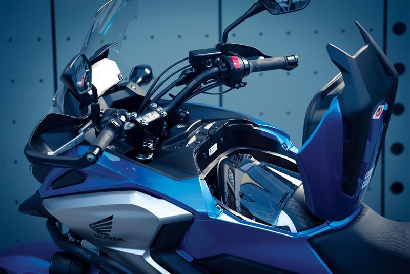 Honda NC 750 S har samma förvaringsutrymme under tankattrappen som kåpförsedda NC 750 X.
