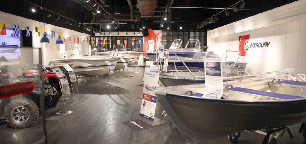 Linders aluminiumbåtar i Mickes Motors Showroom på Grand Samarkand i Växjö.