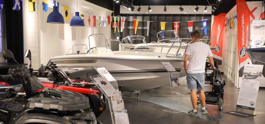 Ryds fritidsbåtar i Mickes Motors Showroom på Grand Samarkand i Växjö.