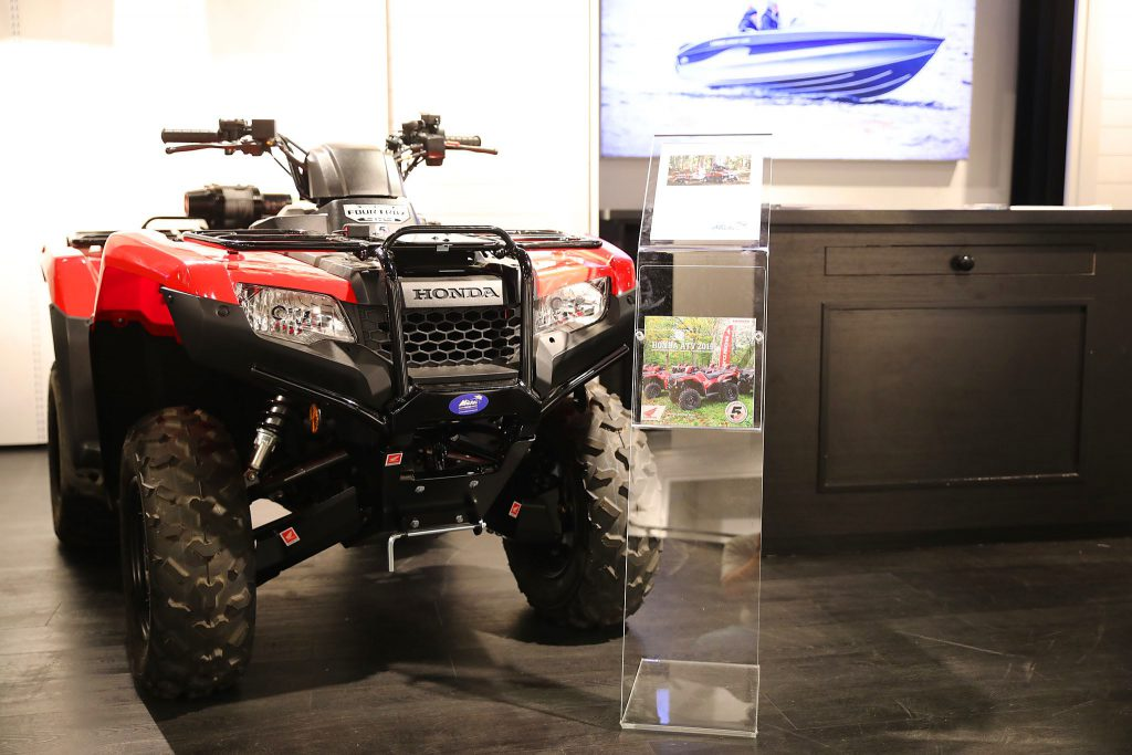 Honda Rancher AT 420 FA6 i Mickes Motors Showroom på Grand Samarkand i Växjö.