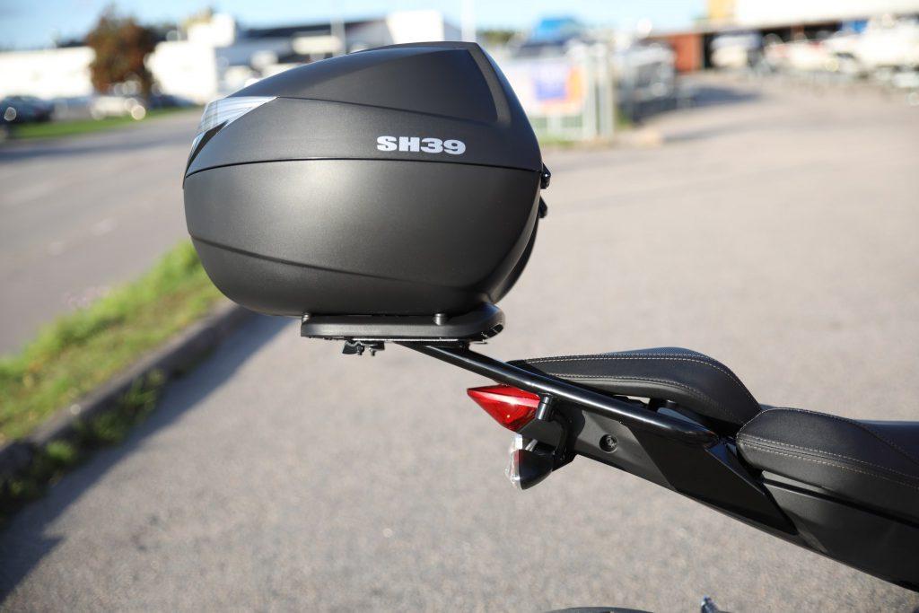 Zeros SR/F Top rack kit med pakethållare och Shad toppbox - 4 795 kr.