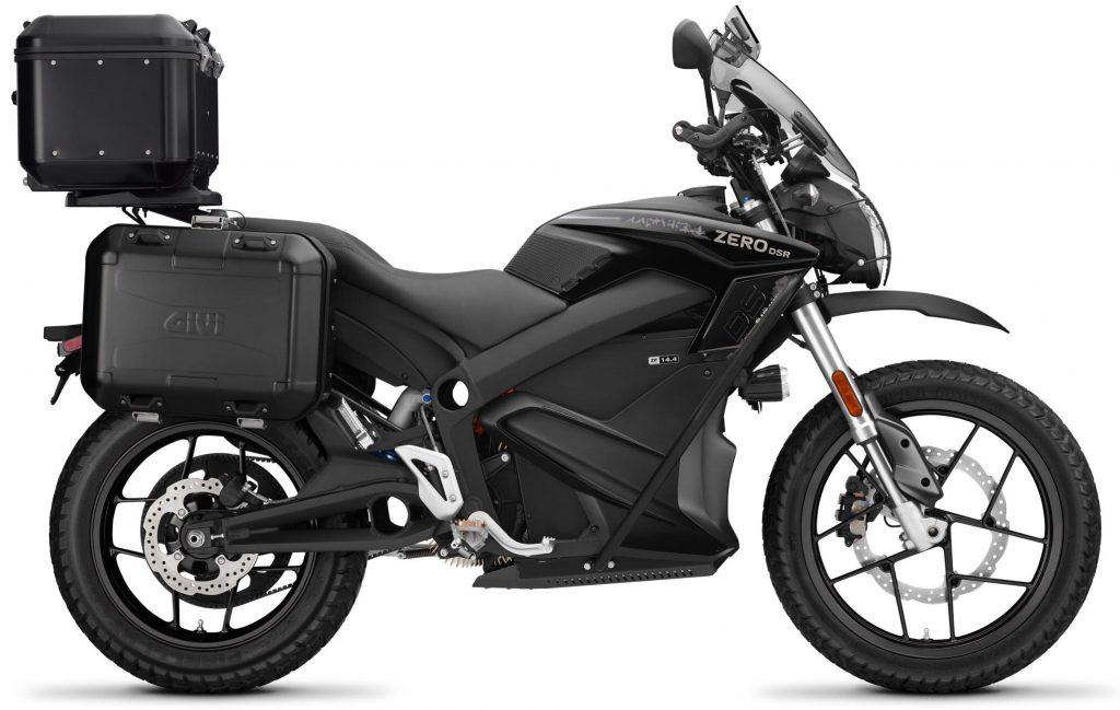 Zero DSR ZF14.4 Black Forest Edition – är kungen bland elmotorcyklarna med hela utrustningslistan och lite till ifylld från början som gör sig lika bra i snabba svängar på kurviga asfaltsvägar som på grusvägar, i stadstrafik, på landsväg och på motorväg – med stil och med rejäla lastmöjligheter!