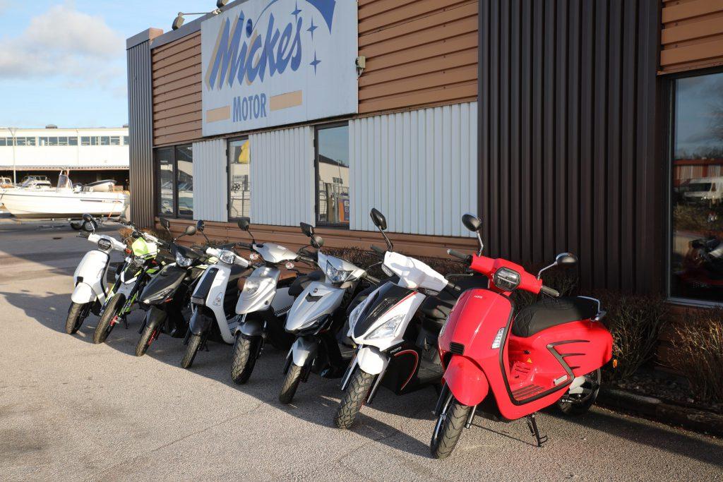 MotoCR är det nya PGO/TGB med nya motorer som klarar de nya, miljövänligare Euro 4-kraven som nu även omfattar mopeder från 2020 års modeller. Det innebär driftsäkra och rena 4-taktsmotorer eller eldrift.