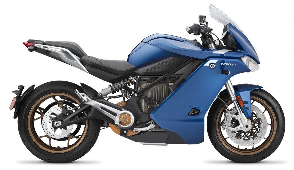 Zero SR/S delar tredje generationens plattform med SR/F, men har fått en hel del nya egenskaper som framförallt kan erbjuda en bekvämare körupplevelse och längre räckvidd.
